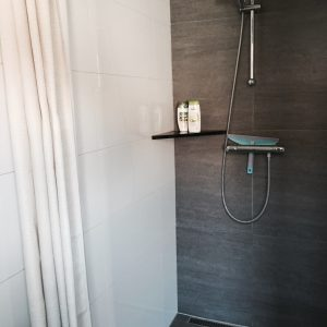 Shower, bedroom1, Rosalie