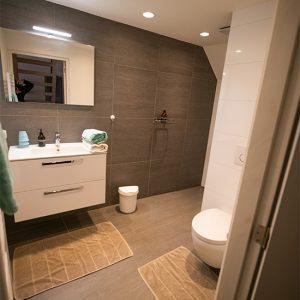 Anna Room 2 large bathroom.